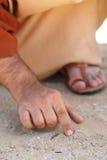 Jesus die met zijn vinger schrijft Stock Foto's