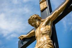 Jesus em um Crucifix fotos de stock royalty free
