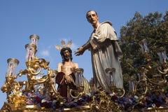 Jesus för Pilate, helig vecka i Seville, brödraskap av San Benito Arkivbild