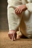 Jesus fingrar handstil i sanden Arkivbild