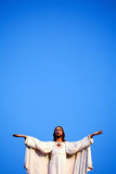 Jesus gegen blauen Himmel Lizenzfreie Stockfotografie