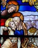 Jesus genommen vom quer- Buntglas - Karfreitag lizenzfreies stockbild