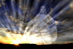 Jesus i himlen med strålar av ljusförälskelsehopp Arkivbilder