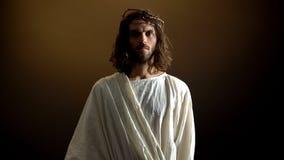 Jesus i krona av taggar som ser till kameran, bestraffning f royaltyfri bild