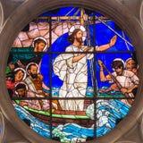 Jesus lugnar stormen arkivbilder
