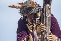 Jesus med korset, helig vecka i Seville, brödraskap av San Roque Royaltyfri Foto