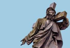 Jesus mit dem Kreuz auf seiner Schulter karte Blauer Platz für Text Lizenzfreie Stockfotografie