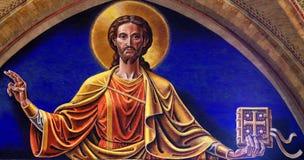 Jesus mit einer Bibel Stockfoto