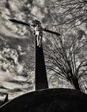 Jesus na cruz no cemitério Foto de Stock Royalty Free