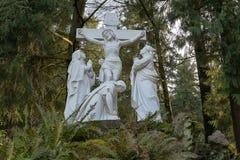 Jesus Nailed zur Quermarmorstatue Lizenzfreies Stockbild