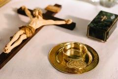Jesus op het kruis met houten achtergrond Royalty-vrije Stock Foto