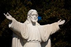 jesus outstretched statyn royaltyfri foto
