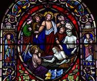 Jesus que aumenta o inoperante (janela de vitral) fotos de stock royalty free
