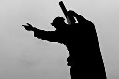 Jesus que carreg sua cruz Fotografia de Stock Royalty Free