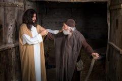 Jesus que cura o aleijado imagem de stock