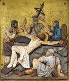 Jesus spikas till korset, 11th stationer av korset Arkivbild
