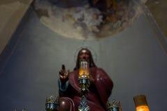 Jesus staty i helgonet Ambrogio Church i Milan Arkivfoto