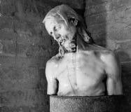 Jesus staty inom Basilika di Aquileia Arkivfoto