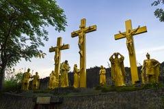 Jesus stirbt auf dem Kreuz Stockfotos