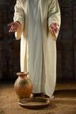 Jesus With Water Jar och panna arkivfoton