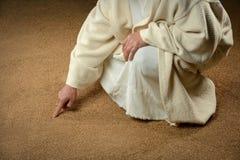 Jesus Writing in het Zand Stock Foto's