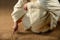 Jesus Writing won het zand royalty-vrije stock afbeelding