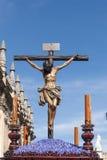 Jesuss död på korset, helig vecka i Seville, brödraskap av studenter Royaltyfri Bild