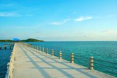 Jetée à la plage de Rawai, Phuket, Thaïlande Photos stock