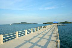 Jetée à la plage de Rawai, Phuket, Thaïlande Image stock