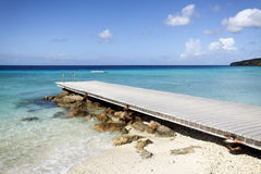 Jetée à la plage tropicale image stock