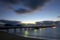 Jetée au lever de soleil Photographie stock