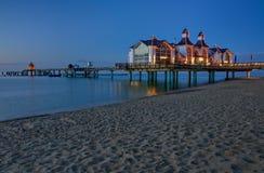 Jetée avec le restaurant dans Sellin, mer baltique, allemande Images stock