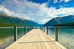 Jetée d'un beau lac Images libres de droits
