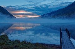Jetée de bateau de hutte de Coldwater sur le lac Rotoiti chez Nelson Lakes National Park, Nouvelle-Zélande image libre de droits
