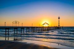Jetée de Brighton Beach au coucher du soleil image stock