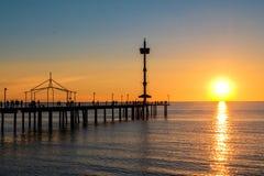 Jetée de Brighton Beach avec des personnes photos stock