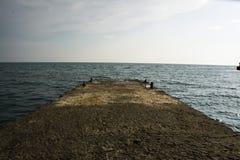 Jetée de mer de roche photographie stock libre de droits