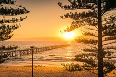 Jetée de Noarlunga de port au coucher du soleil photo stock