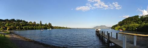 Jetée sur la baie d'acacia, île du nord Nouvelle-Zélande Photos stock