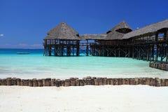 Jetée sur la plage à Zanzibar image libre de droits