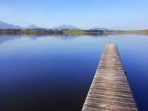 Jetée sur le lac photographie stock