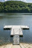 Jetée sur le lac images libres de droits