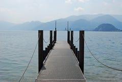 Jetée sur le lac Como, Italie Photo libre de droits
