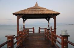 Jetée thaïe de type sur la mer Égée Photos stock