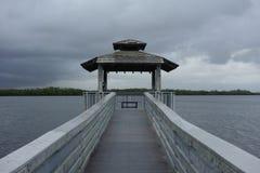 Jetée un jour orageux, la Floride Photographie stock