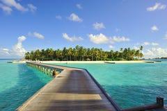 Jetée vers une petite île Photos libres de droits