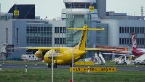 JET θλδορνηερ 328-310 να μετακινηθεί με ταξί ασθενοφόρων aero-Dienst ADAC απόθεμα βίντεο