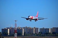 Jet2航行器着陆在阿利坎特机场 库存图片