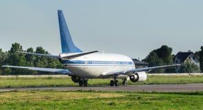 Jet Airliner dans l'aéroport images libres de droits
