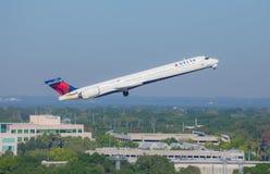 Jet Airliner de partida Imagem de Stock Royalty Free